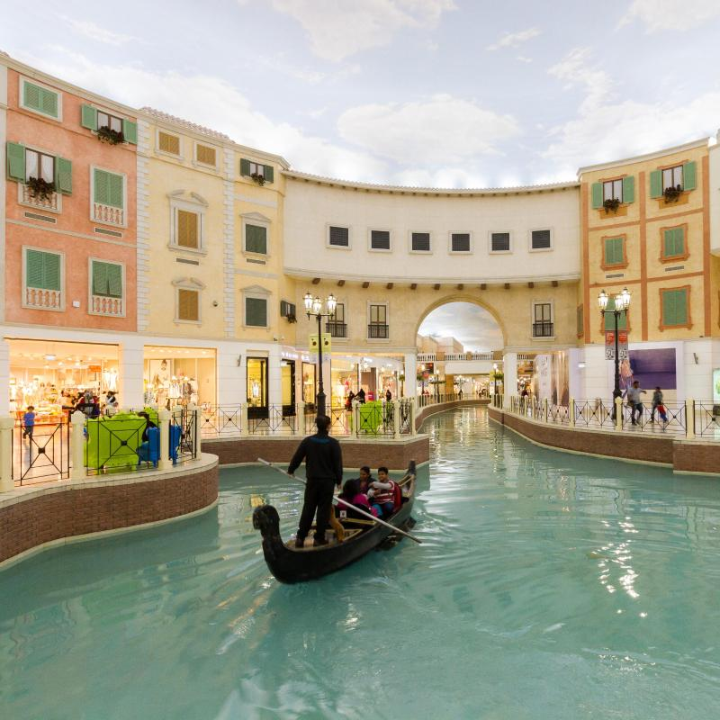 أهلا بك في فندق Radisson Blu في مدينة الدوحة الراقية، عاصمة قطر، حيث يلتقي الجو المثالي وسواحل الخليج العربي مع الحدود الشرقية للمدينة. نحن فخورون باستضافتك في فندقنا سواء كنت متواجداً في زيارة عمل أو في رحلة ترفيهية.