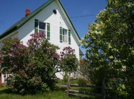 lovely green gable home in PEI on ROUTE 12, Miscouche