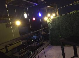 Nice Private Room Near Airport, 胡志明市