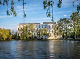 Best Western Plus Lakeside Hotel, سيكيشْفيهيرفار