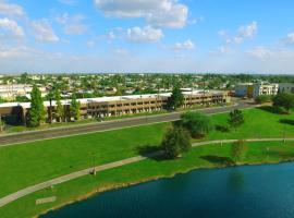 3棕榈酒店, 斯科茨