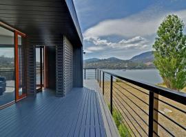 Hobart Waterfront Luxury Retreat, Old Beach