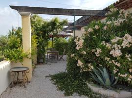 Lamanderie En Provence, Alleins