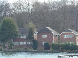 Lakeside Lodges, Frimley