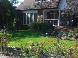 A Wildwood Rose Vacation Rental, Kelowna