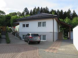 瓦尔泽波公寓, Neuhäusel