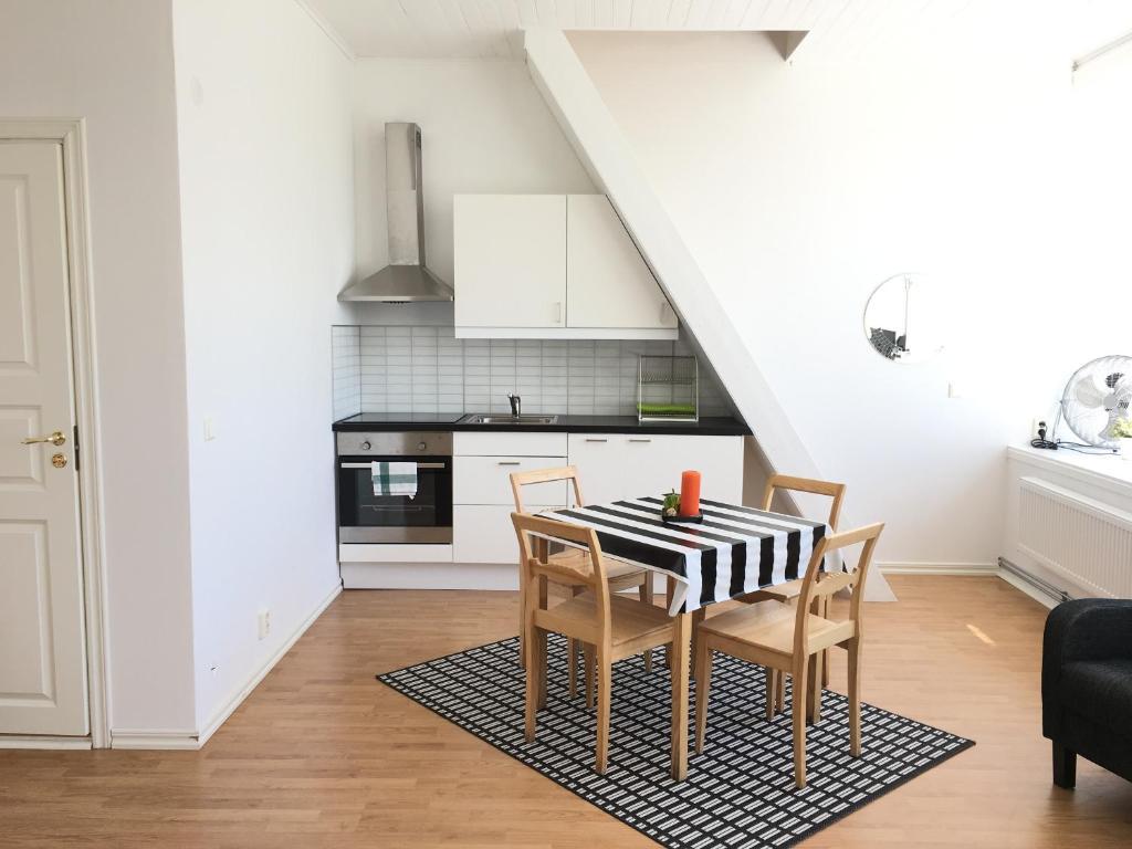 bl flagg bl flagg. Black Bedroom Furniture Sets. Home Design Ideas
