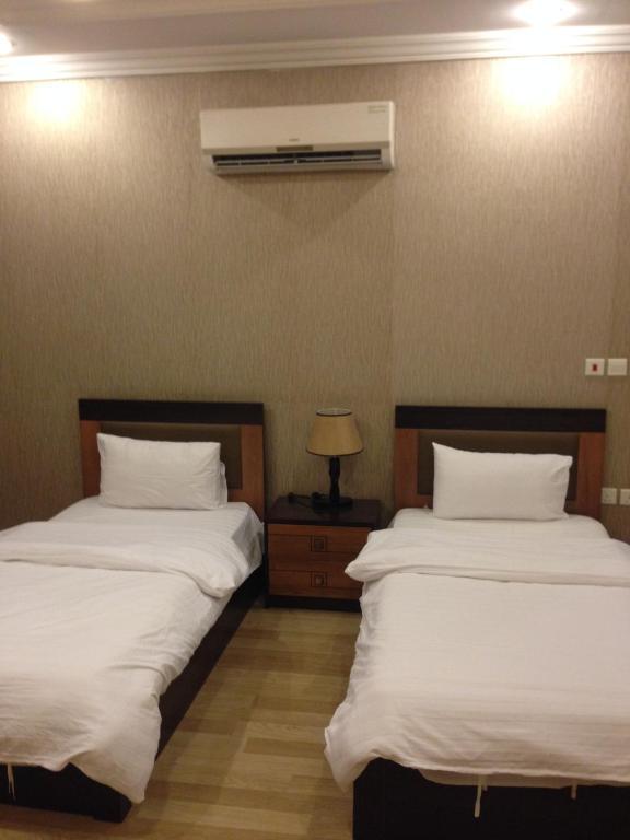 وزارة السياحة العراقية تعرض غرفة نوم صدام للإيجار أمام العرسان