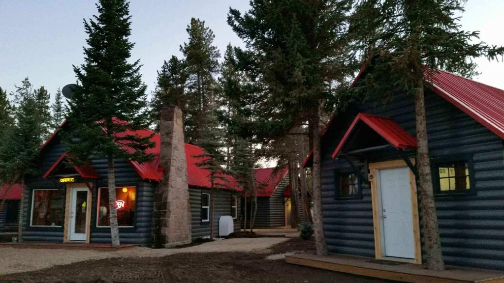 Yellowstone cabins and rv west yellowstone c p nh t gi for West yellowstone cabins