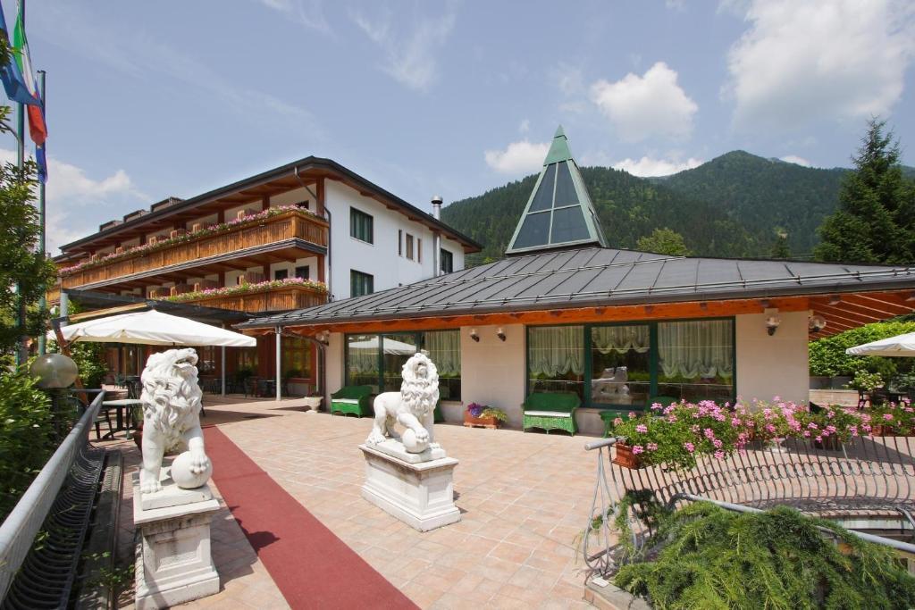 Hotel centro benessere gardel italia arta terme for Hotel centro
