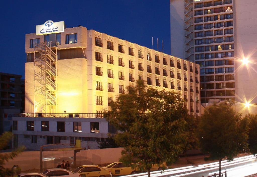 فندق جراند بالاس الأردن عمّان Booking Com