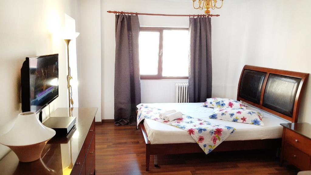 bucharest apartment dacia bucharest apartment dacia. Black Bedroom Furniture Sets. Home Design Ideas