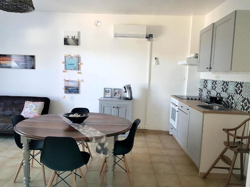 Charmante maison occitane poussan 2018 for Maison occitane