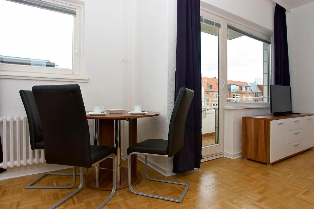 rs apartments am kadewe rs rs apartments am kadewe rs. Black Bedroom Furniture Sets. Home Design Ideas