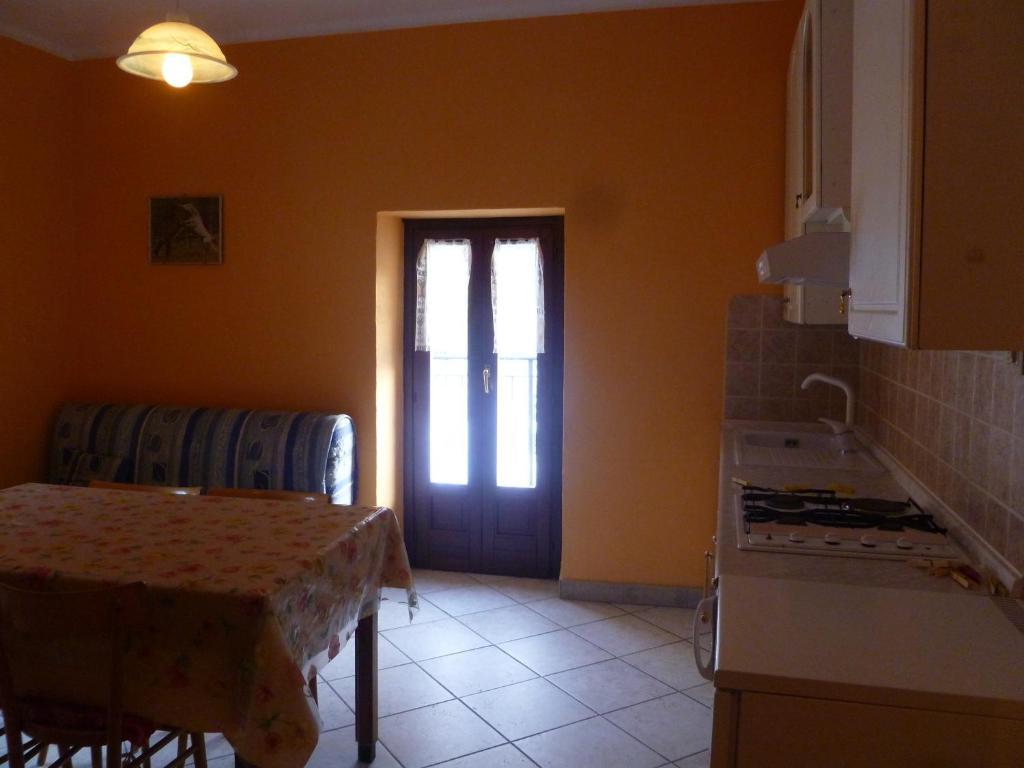 Appartamento alloggi il rododendro italia bagni di - Rododendro prezzo ...