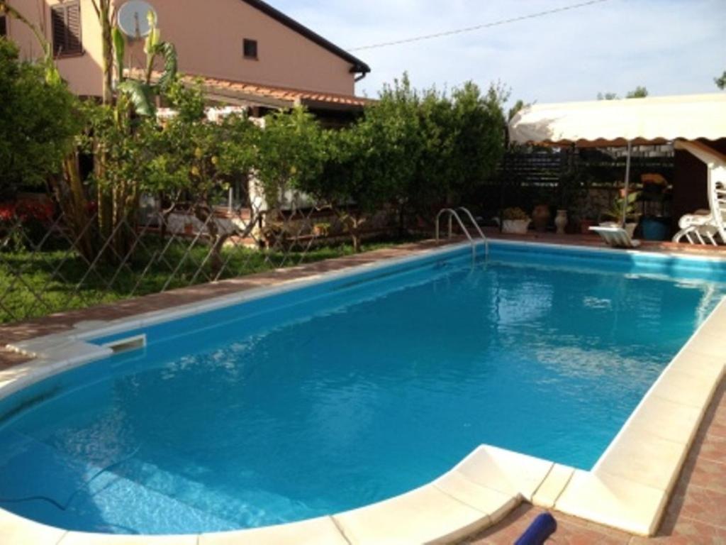 Villa con piscina a balestrate italia balestrate - Villa italia piscina ...