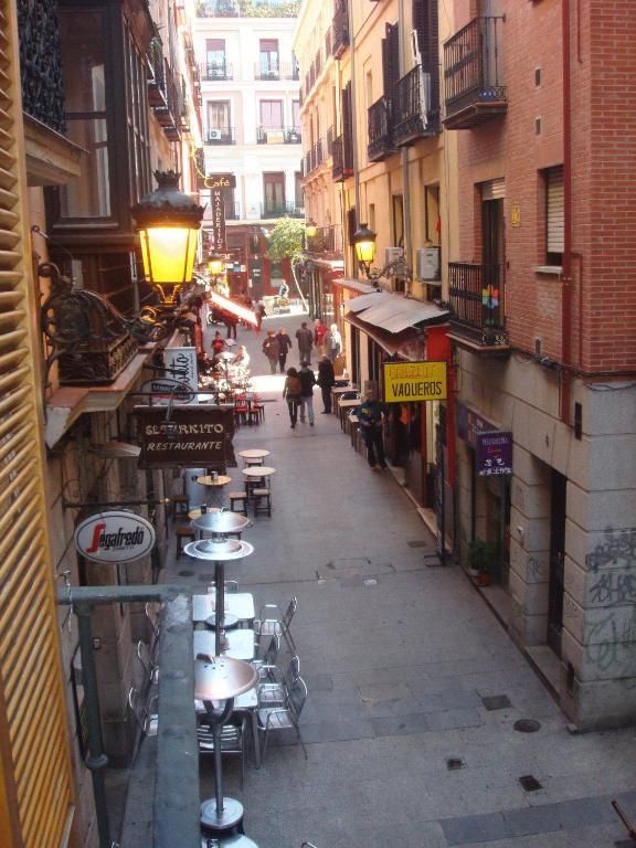Apartamentos puerta del sol apartamentos puerta for Puerta del sol apartamentos
