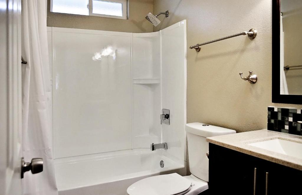 بيت عطلات أنهايم بيكون هاوس: 4 غرف نوم، حمامين، مرآبين (أمريكا