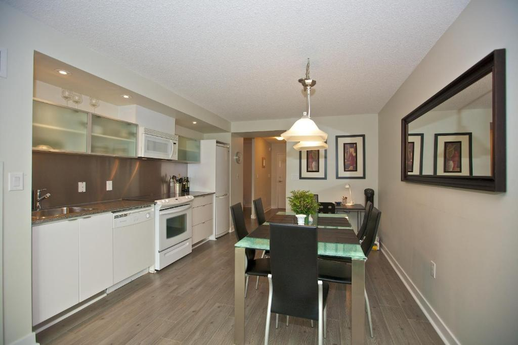 Rogers centre residences toronto canada for 10 capreol court toronto floor plans