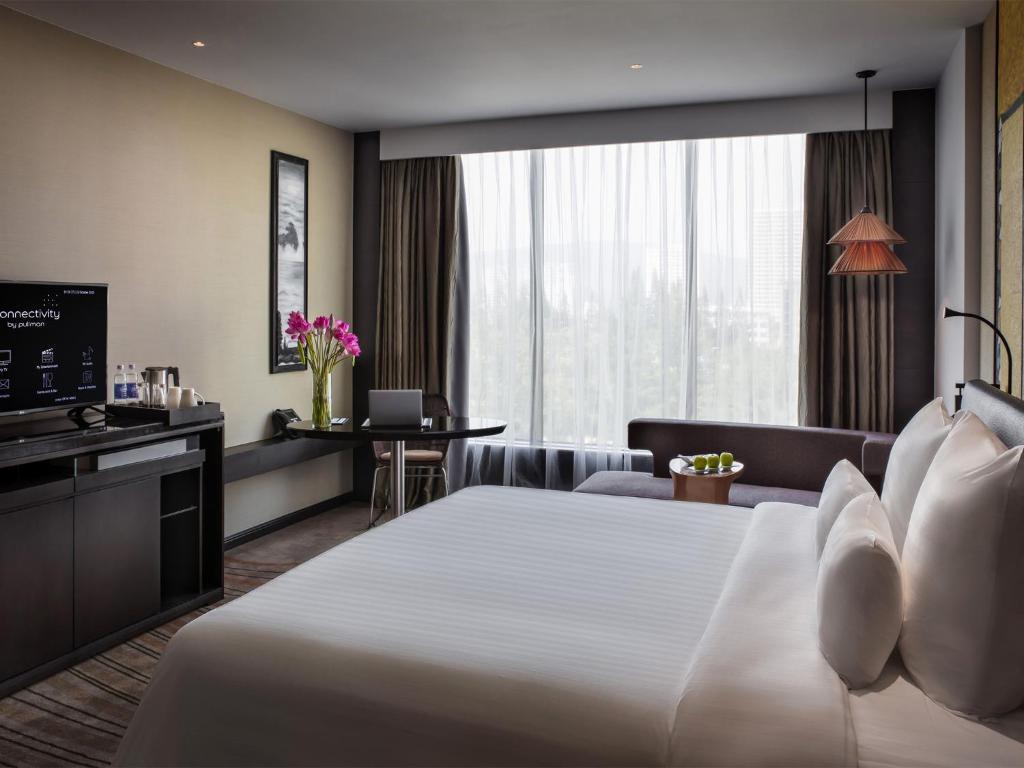 Phòng Superior có giường cỡ king nhìn ra cảnh thành phố