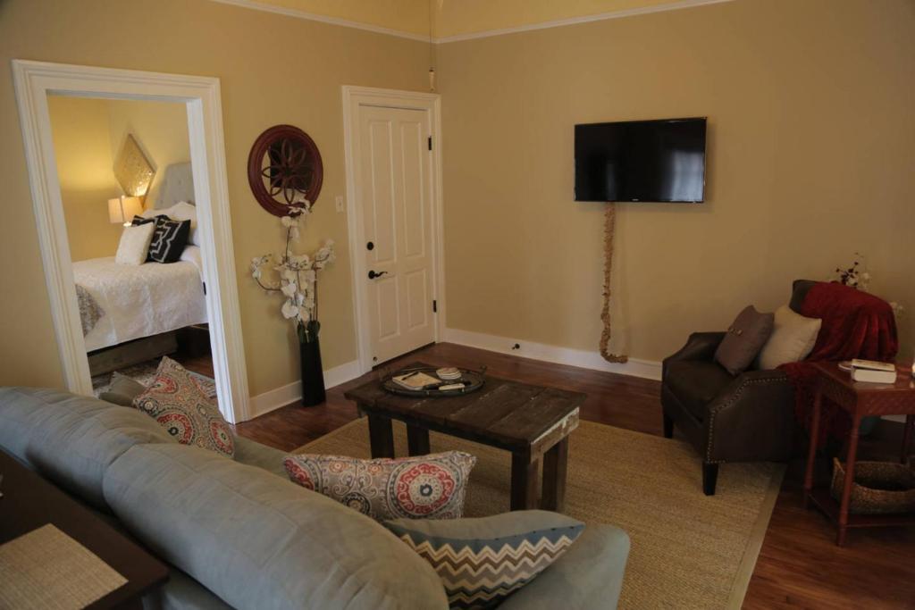 2 Bedroom Apartment On Ursulines Avenue N Orleans 2 Bedroom Apartment On Ursulines Avenue N