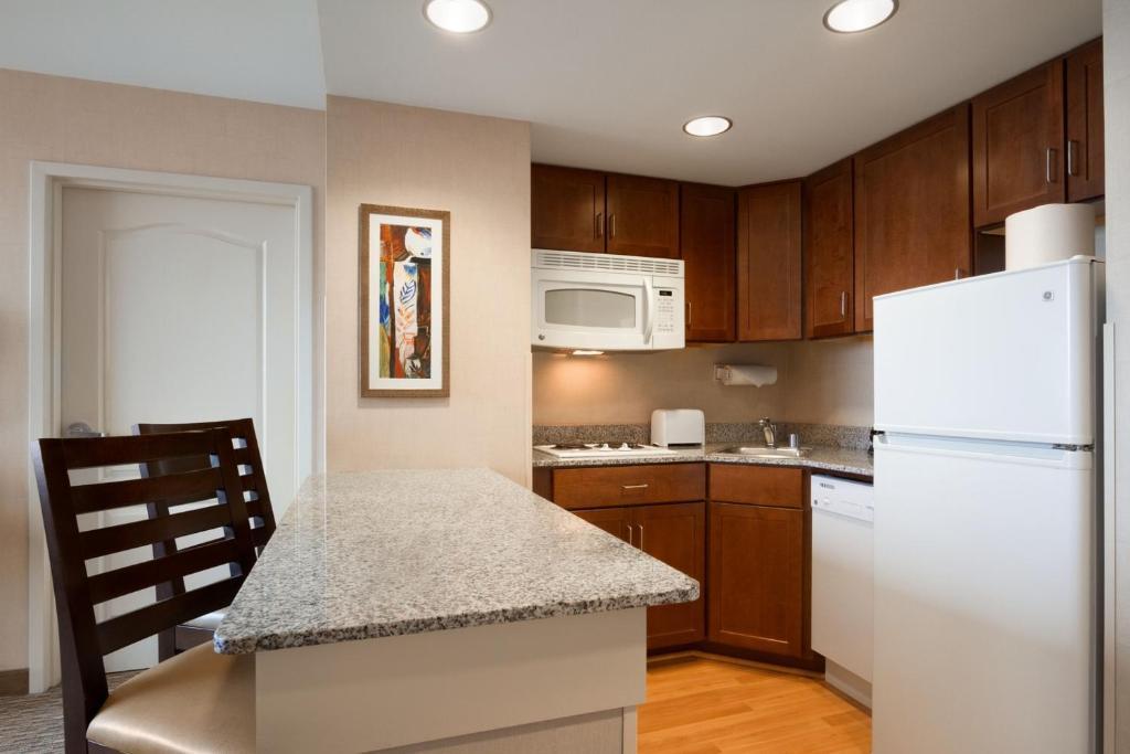 homewood suites by hilton baltimore. Black Bedroom Furniture Sets. Home Design Ideas