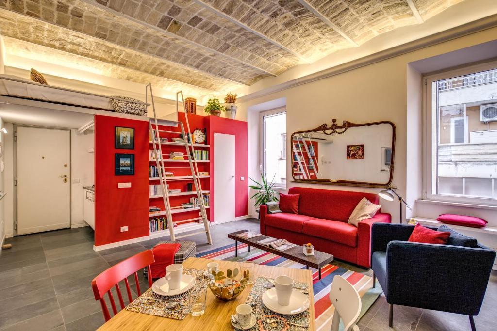 Appartamento aweshome colosseo red design italia roma for Appartamento new design roma lorenz