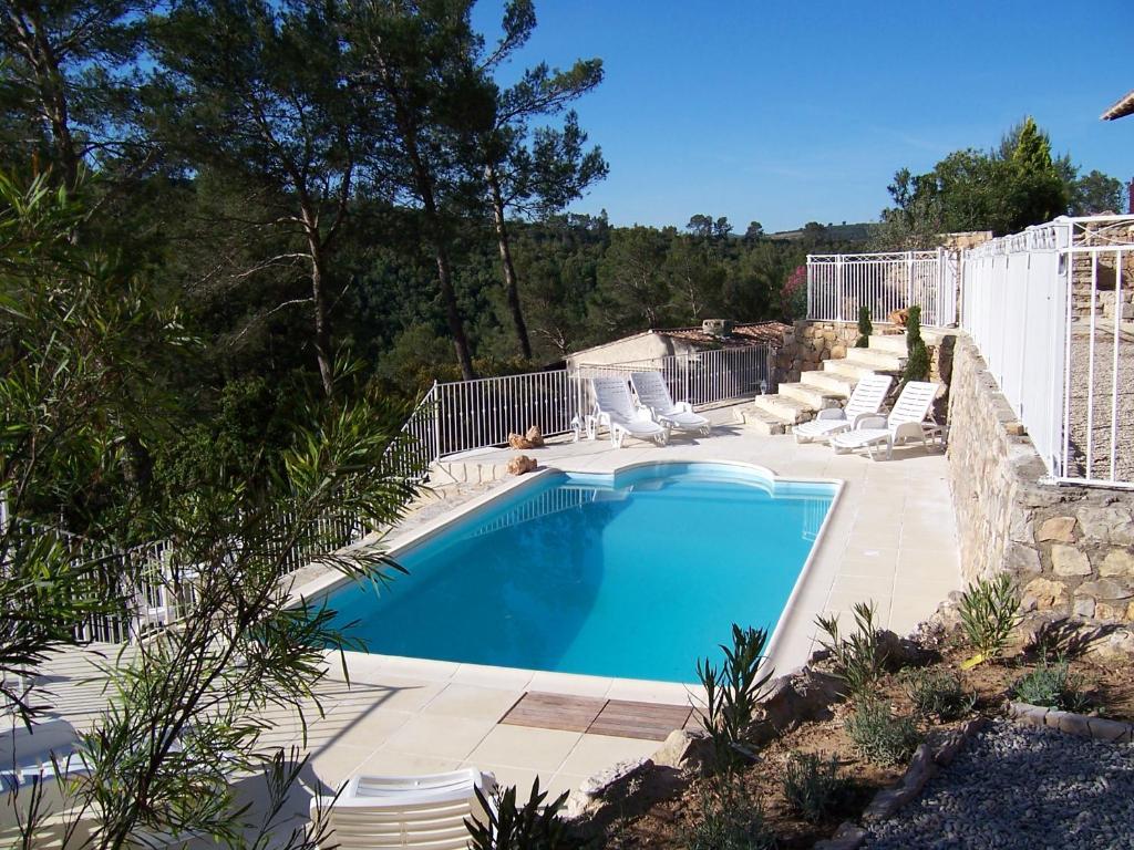 Villa avec piscine au bord du lac carc s francia g rard for Piscine du lac