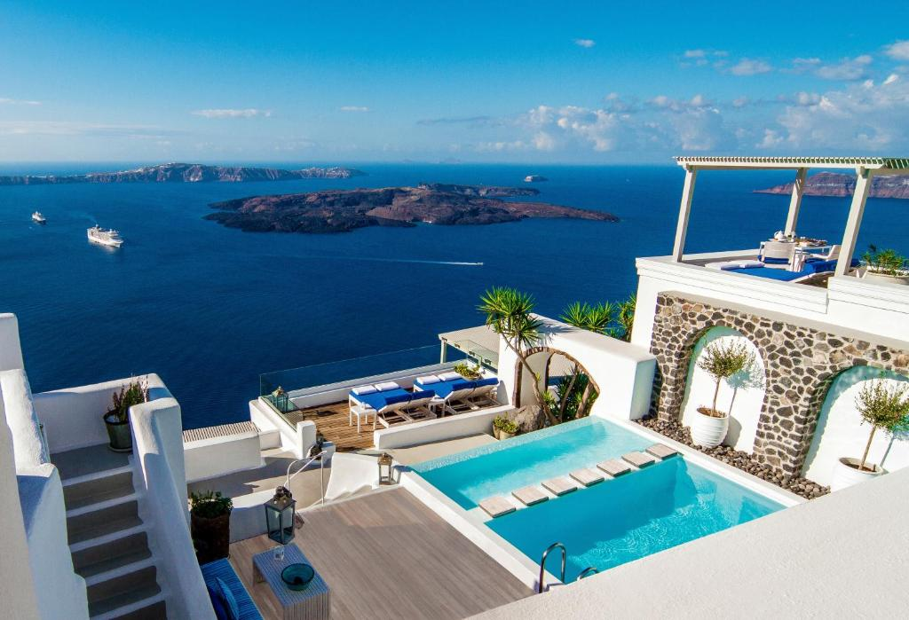 Iconic santorini a boutique cave hotel for Best small hotels in the world