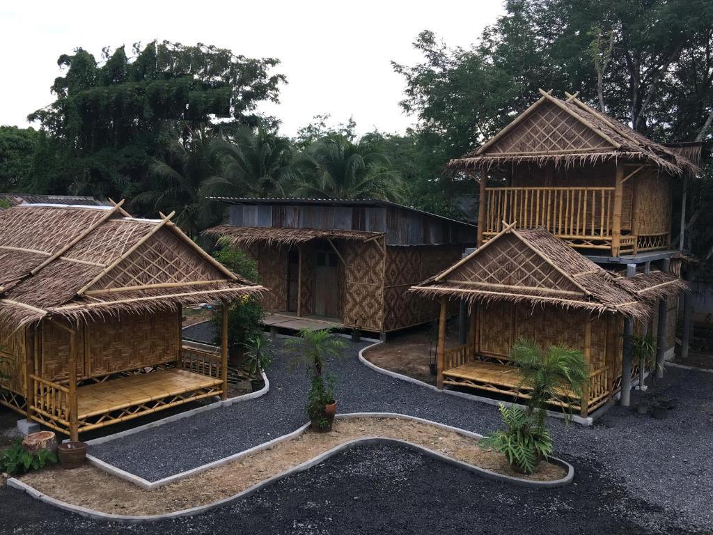 bamboo bungalow thalang(他朗竹制简易别墅旅馆)