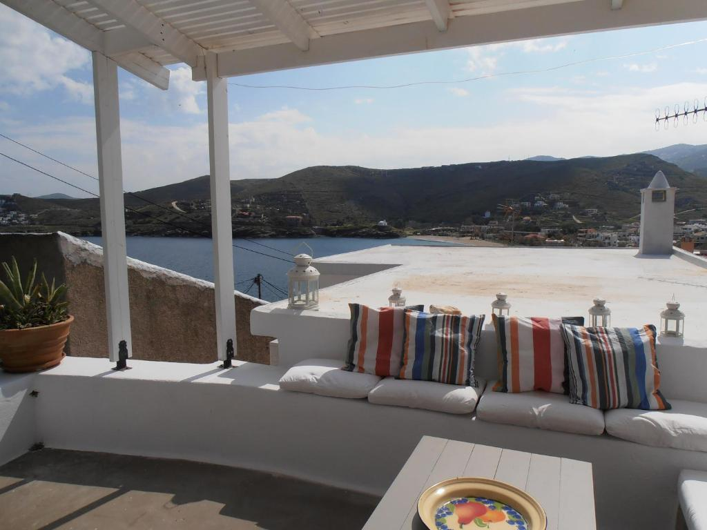 Hidesign traditional house in kea 39 s port for Hotel design kea