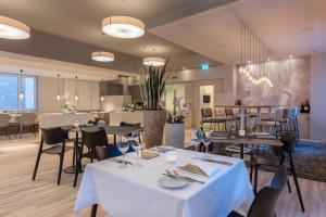 Hotel Weiss Kreuz - Image2