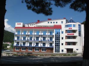 Paradise Hotel - Image1