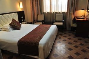 Elegance Bund Hotel - Image3