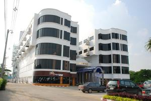 Chainat Thani Hotel - Image1