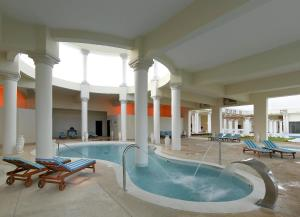 Grand Palladium Lady Hamilton Resort and Spa - Image4