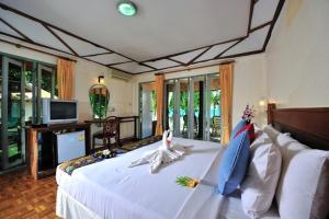Koh Ngai Resort - Image3