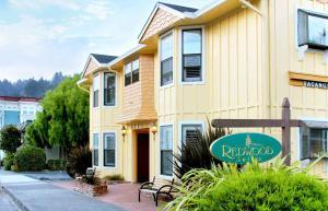 Redwood Suites, ,