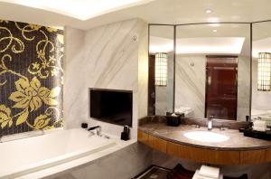 Lia Beijing Hotel - Image4