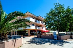 Hotel Laguna - Image1