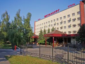 ...отель размещен в Липецке, всего в 5 м-тах пешком от Нижнего парка.