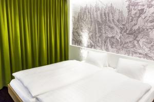 Hotel Weiss Kreuz - Image3