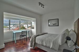 4 Linda Apartment, ,