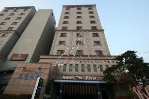 Hotel River - Image1
