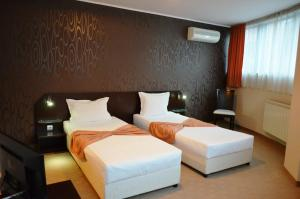 Riverside Hotel - Image4