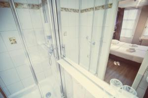 Budget Hotel Tourist Inn - Image4