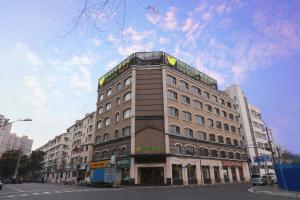 New Century Manju Hotel·Shanghai Railway Station - Image1
