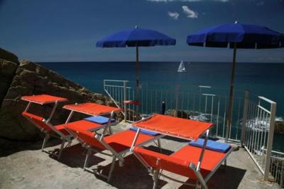 sestri levante buddhist singles Sestri levante is a fishing village nestled between the cinqueterre and portofino 1 single bed house rules more places to stay in sestri levante.