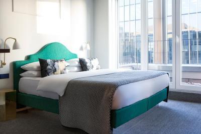 karlstadt dusseldorf. Black Bedroom Furniture Sets. Home Design Ideas