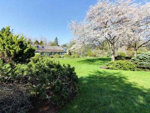 The Looks Pond Garden House